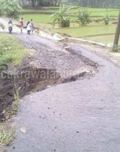 Diguyur Hujan, Jalan Penghubung Desa Nyaris Putus