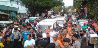 Ribuan Supir Angkot Kepung Gedung Dewan dan Balai Kota