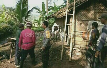 Bantu Perbaikan Rumah Lansia, Polisi di Banjar Rela Gadaikan Motornya