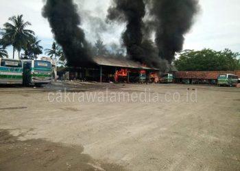 Pool Bus Budiman di Pangandaran Kebakaran