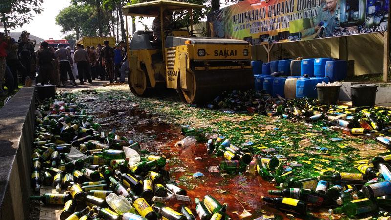 Jelang Ramadhan, Polres Tasik Kota Musnahkan 3.500 botol Miras