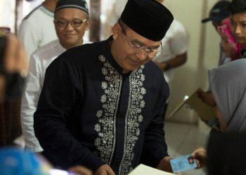 Wali Kota Tasik Serahkan KTP-el Pemilih Pemula Secara Simbolis