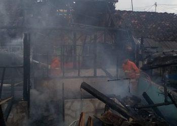 Diduga Akibat Konsleting Listrik, Rumah Kaka Beradik di Banjar Habis Dilalap si Jago Merah