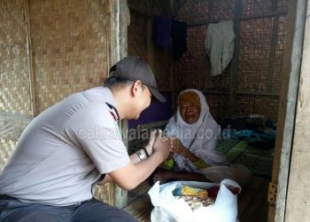 Sejumlah Polisi Datangi Rumah Gubuk Nenek Renta dan Ini Yang Terjadi