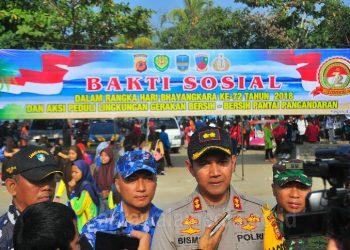 Peringati HUT Bhayangkara Ke-72, Polres Ciamis dan TNI Bersih-bersih Pantai Pangandaran