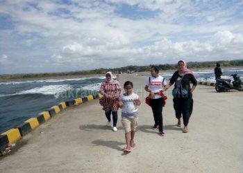 Dermaga Bojes Pangandaran Jadi Ajang Tempat Selfi Wisatawan