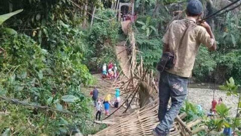 Naas, Hendak Pergi Hajatan, Rombongan Pengantin Jatuh di Jembatan Gantung Cigerentel