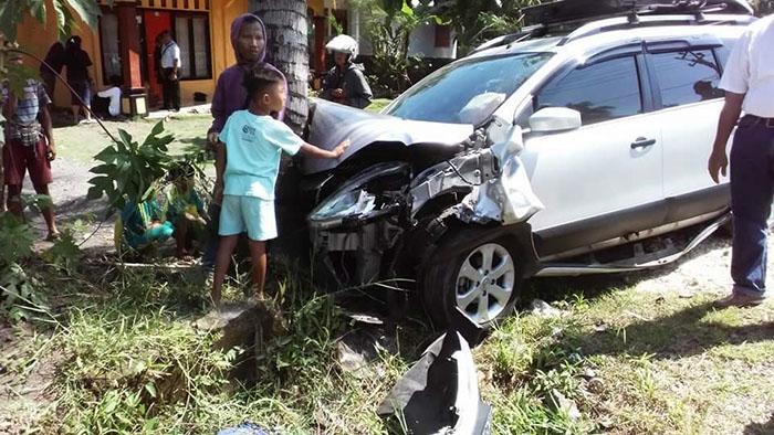 Diduga Mengantuk, Minibus Hantam Pengendara Motor Hingga Kritis