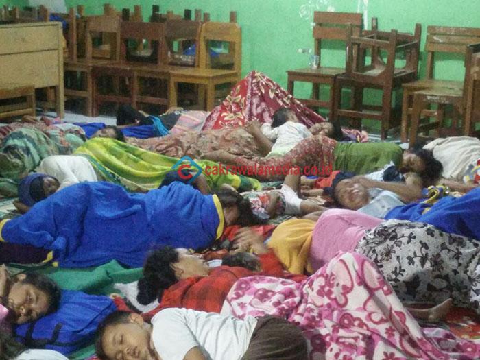 Terancam, Puluhan Warga Bojong Karekes Babakan Mengungsi Ke SMAN 1 Pangandaran