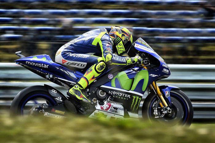Rossi Mencoba Konsisten; Tiga Pebalap Berganti Motor