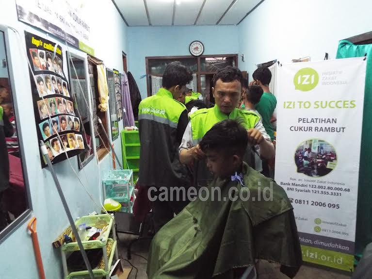 Kala Tukang Cukur Diberdayakan oleh IZI Jabar