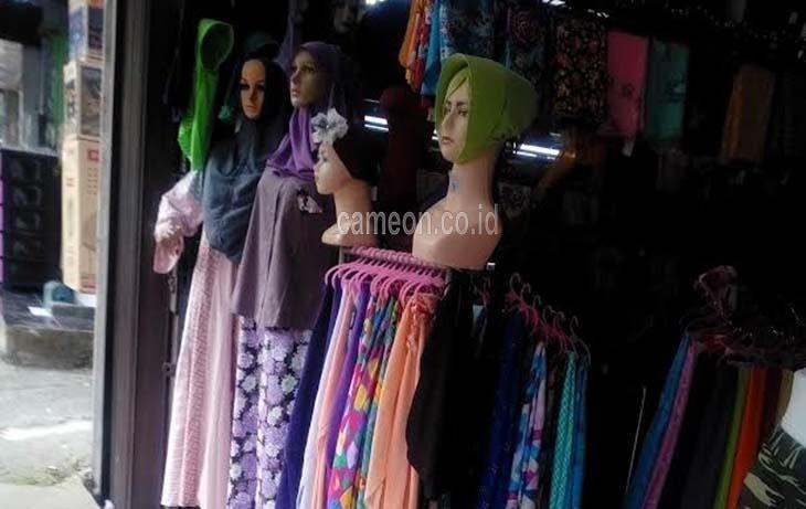 Jelang Awal Ramadhan, Penjual Kerudung dan Kopiah Belum Ada Peningkatan