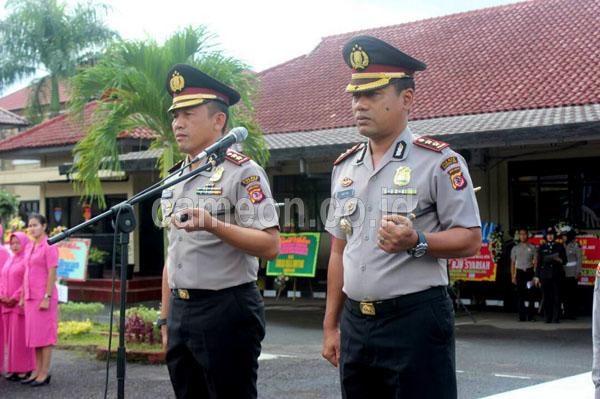 Sejumlah Kapolres dan perwira menengah lainnya di Kepolisian Repupblik Indonesia mendapatkan Rotasi dan mutasi besar besaran di jajaran Kepolisian, berdasarkan Skep Telegram Kapolri no ST 1034/IV/ termasuk pergantian Kapolres Tasikmalaya AKBP Nugroho Arianto.