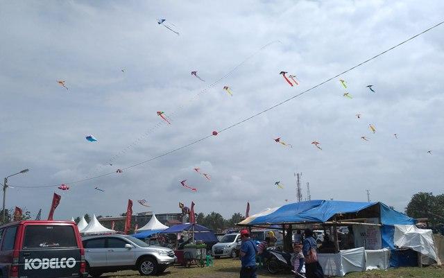Festival Layang-Layang Malam Menghiasi Langit Pangandaran