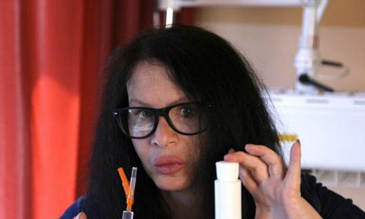 Ingin Awet Muda, Aktris Ini Nekad Suntikan Bakteri Purba ke Tubuhnya