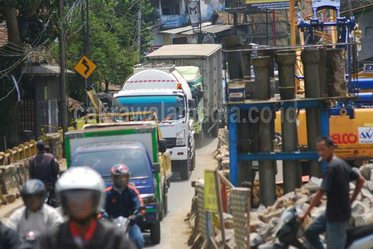 Kemacetan Parah Jalur Bocimi Akibat PUPR Maksa Bongkar Jembatan Cisalopa