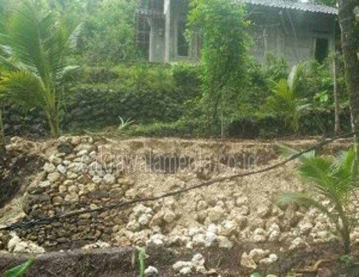 hujan-deras-selama-dua-hari-akibatkan-tanah-longsor-di-putrapinggan