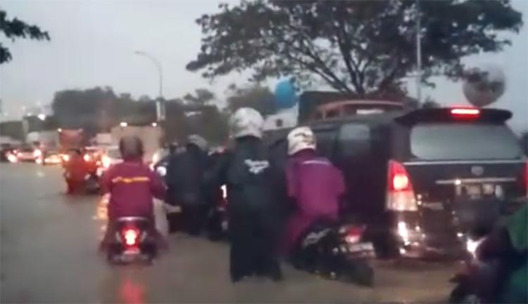 Meikarta Banjir Jadi Gunjingan Netizen