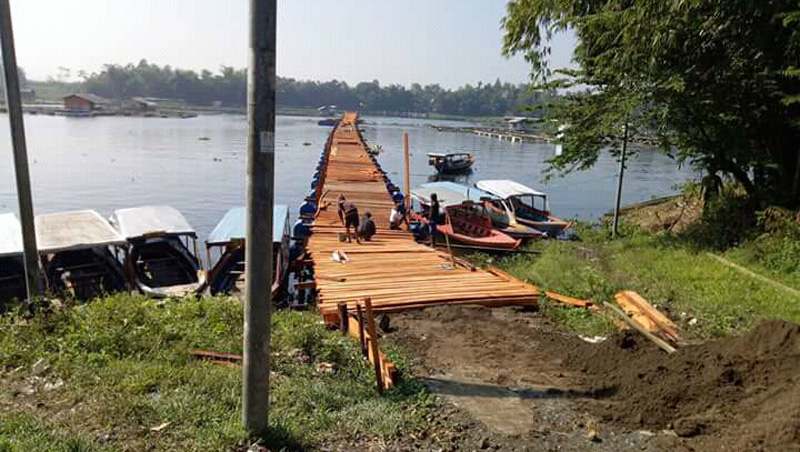 Pither Bangunan Jembatan Apung Desa Giri Mukti Sebagai