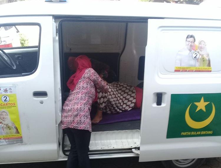 Bayi Laki-laki Lahir di Ambulance PBB