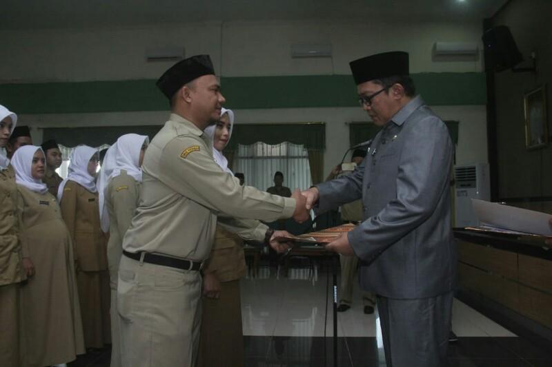Penuh Haru 42 Honorer Diangkat Menjadi PNS, Wabup : Ini Jelas Berkah Ramadhan