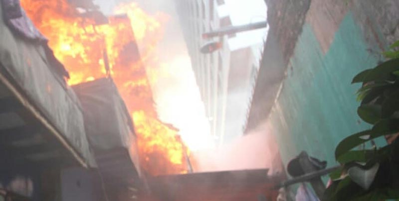 Panik, Satu Rumah Terbakar di Kawasan Padat Penduduk