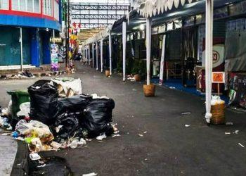 Petugas Kebersihan Kewalahan Bersihkan Sampah di Lokasi TOF