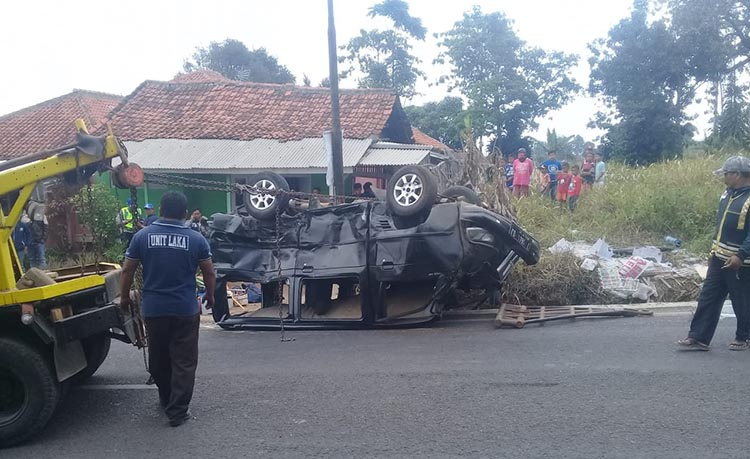Diduga Rem Blong, Mobil Box Hantam 6 Kendaraan