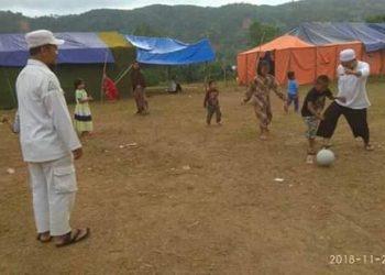 Trauma Healing Ala Ustad Yanyan Albayani di Tenda Pengungsi Culamega