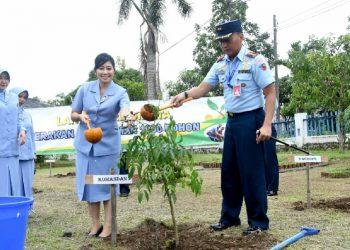 Jaga Ekosistem Alam, Komandan Lanud Wiriadinata Tanam 1000 Pohon