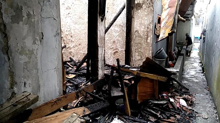 FOTO: Suasana rumah pasca terbakar