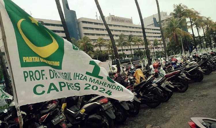 Ribuan Bendera Yusril For Presiden 2024 Berkibar di Rakornas