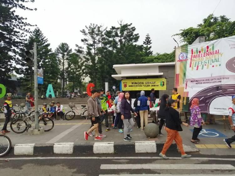 Polda Jabar Berikan Pelayanan Kesehatan Gratis di Car Fee Day Dago