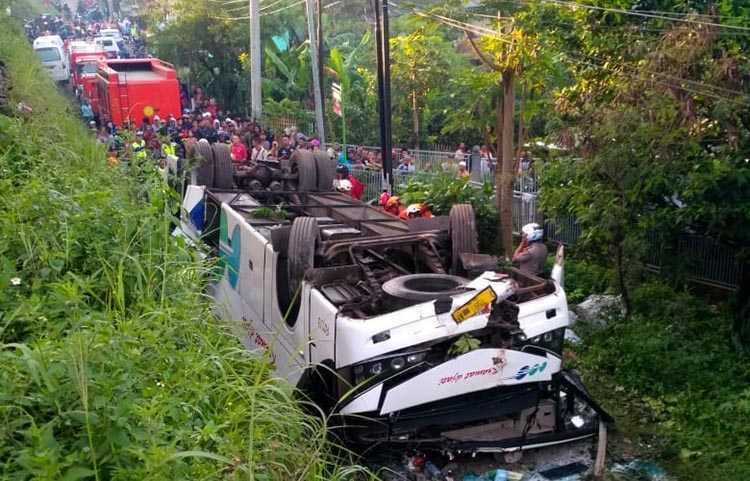 Kecelakaan Maut Bus Kramat Jati, Bus Terjun dari Ketinggian