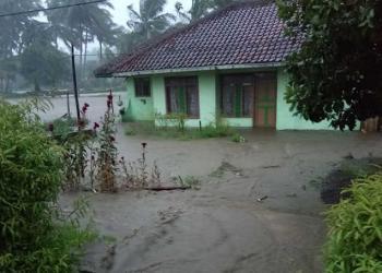 Sungai Cibanjaran Meluap, 7 Rumah Terendam