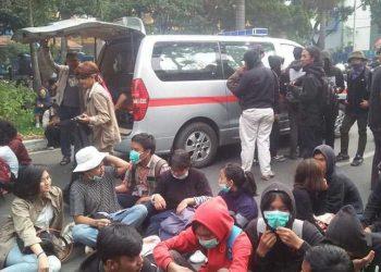 Kolaborasi IA Unisba dan Corps Mubaligh Bandung, Terjunkan Ambulance Pada Aksi Demo Mahasiswa