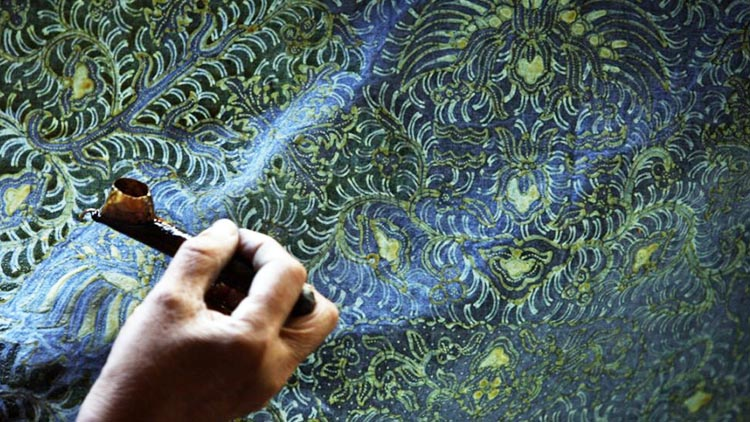 2 Oktober, Pemerintah Imbau Pemakaian Batik