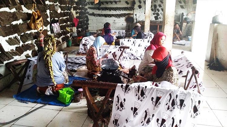 Angkat Budaya Batik Lokal Jadi Ikon