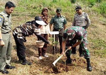 Penanaman pohon Kodim 0612 Tasikmalaya