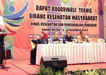 Ketua Pelaksana Kegiatan Rontek, dr. Hj. Reti Zia Dewi Kurnia, saat menyampaikan laporan kegiatan