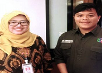 Menteri Luar Negeri BEM KM-Politeknik STTT Bandung, Andri Kurniawan bersama Sub Direktorat Industri Tekstil Kementrian Perindustrian RI, Elis Masitoh