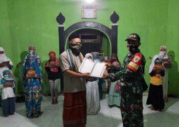 Koramil 1318 Padaherang Serahkan Bantuan Alquran untuk Pesantren