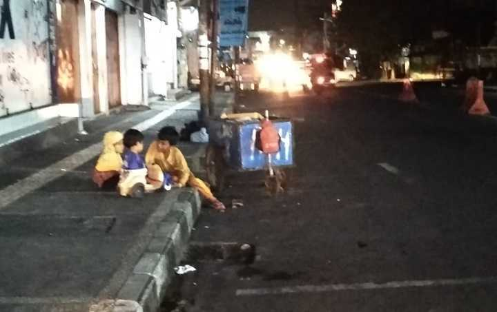 Menengok Tiga Bocah Pemulung di Kota Tasikmalaya, Bekerja Hingga Malam